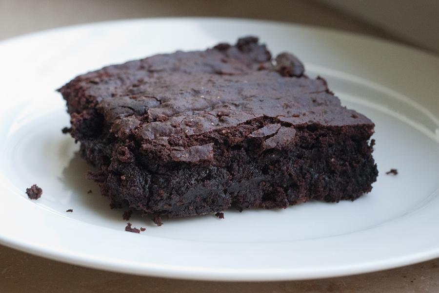 isabella-blume-vegan-brownie-schokokuchen-avocado-matilada-knüppelkuh-cake-schokolade