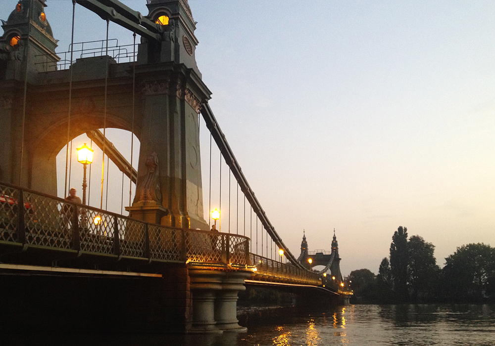 isabella-blume-hammersmith-bridge-london