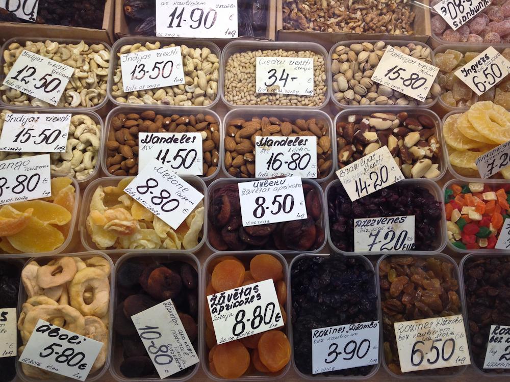 isabella-blume-riga-travelblogger-markthallen-nuts-dried-foodblogger-vegan