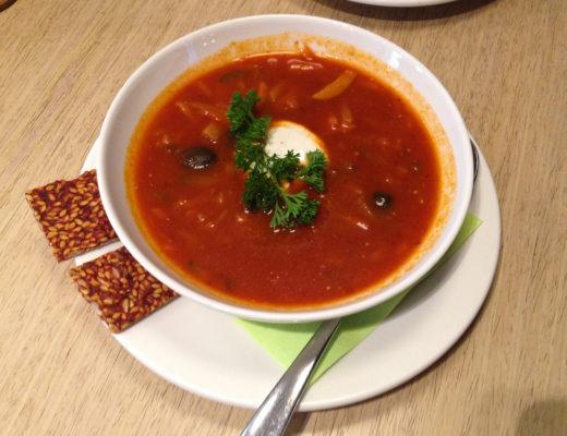 isabella-blume-riga-travelblogger-raw-garden-tomato-soup-vegan-foodblogger-mushrooms-onion