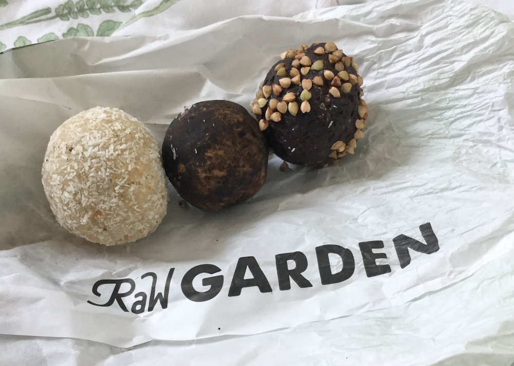 isabella-blume-riga-travelblogger-raw-garden-truffels-raffaello-rocher-vegan-foodblogger