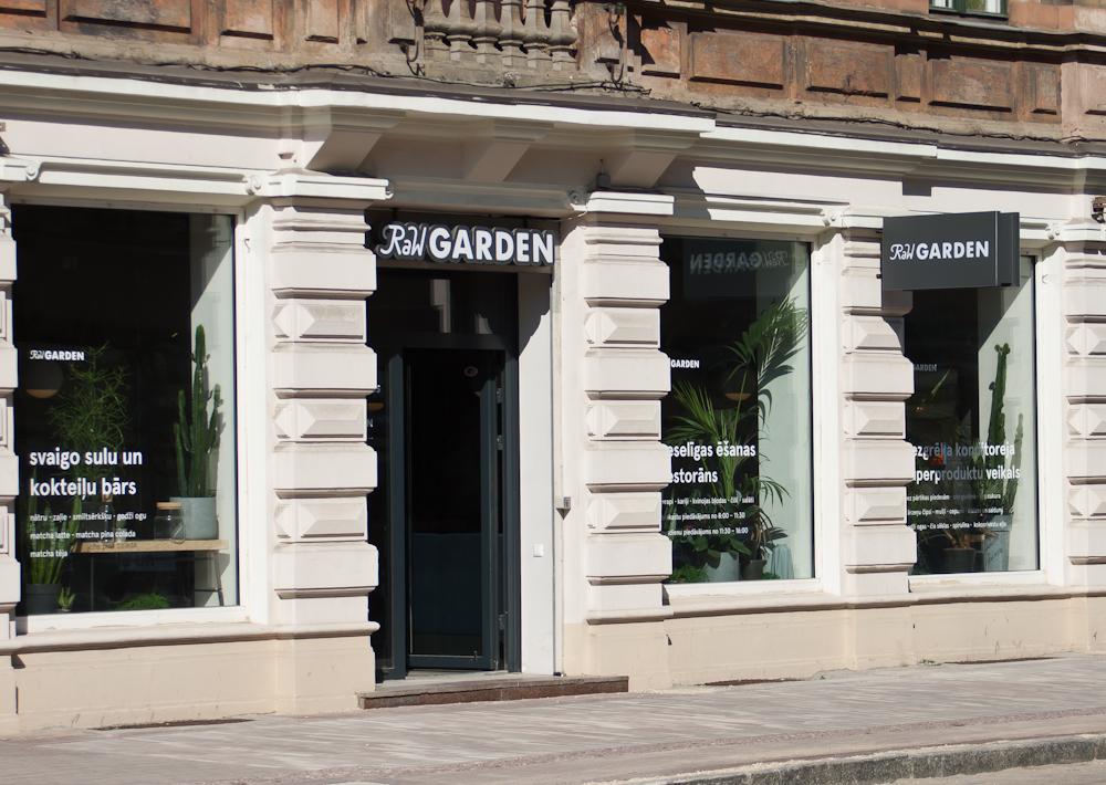 isabella-blume-riga-travelblogger-raw-garden